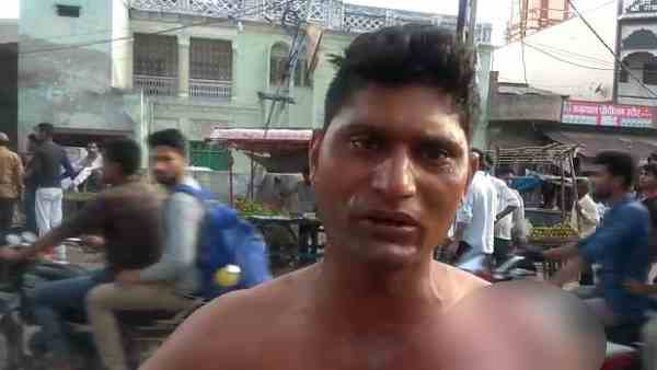 samosa shopkeeper poured hot oil on man for one rupee