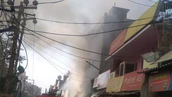 fire breaks out private school in Faridabad haryana 3 of family dead