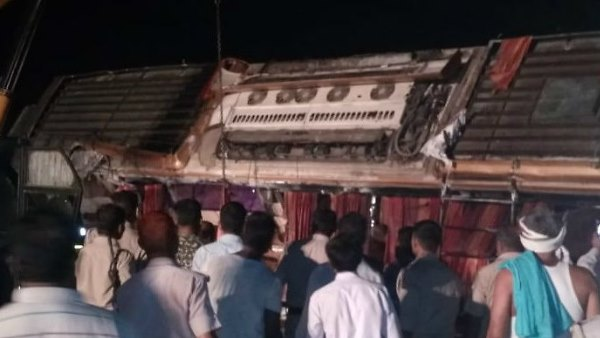 double decker bus overturns at yamuna expressway four dead