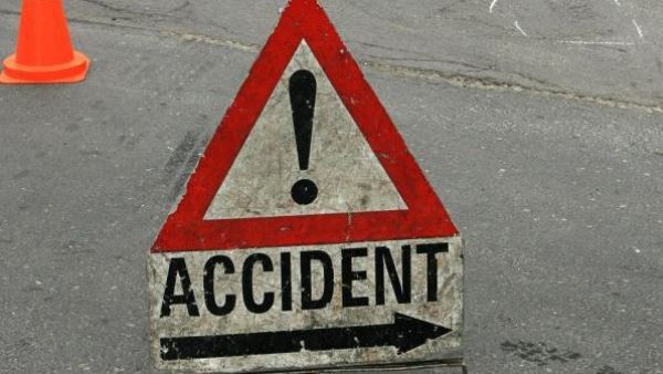 accident on Agra Lucknow Expressway two dead