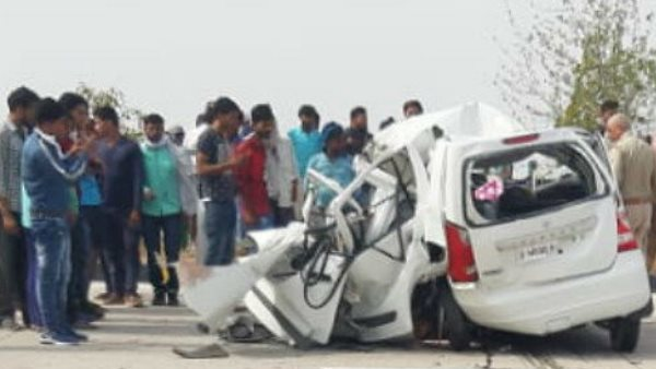 six dead in road accident at yamuna expressway