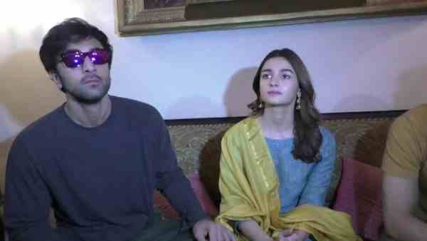Ranbir and Alia bhatt in varanasi