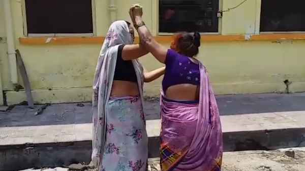 Two women Fighting in Bareilly district hospital