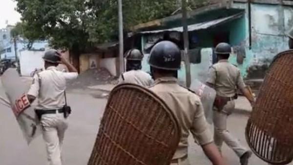 <strong> पश्चिम बंगाल में फिर भड़की हिंसा: दो गुटों में सरेआम हुई बमबाजी, 2 लोगों की मौत</strong>