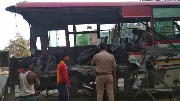Three died in furious bus accident at lucknow kanpur highway