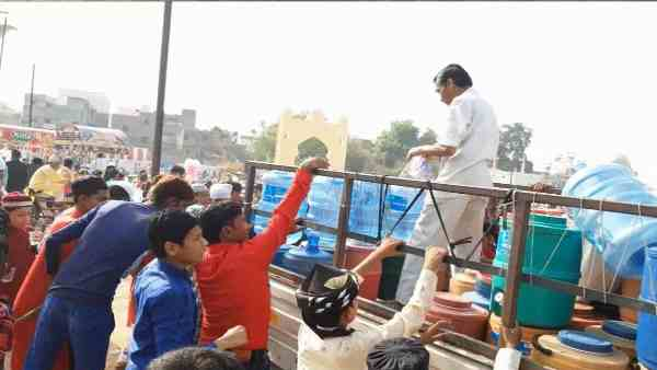 hindu people offered cold water to muslims during eid