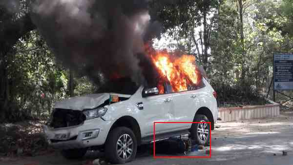 bjp vehicle burnt after it hits two bhu students