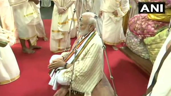 Narendra Modi did tuladan of lotus at Temple in Guruvayur of Thrissur