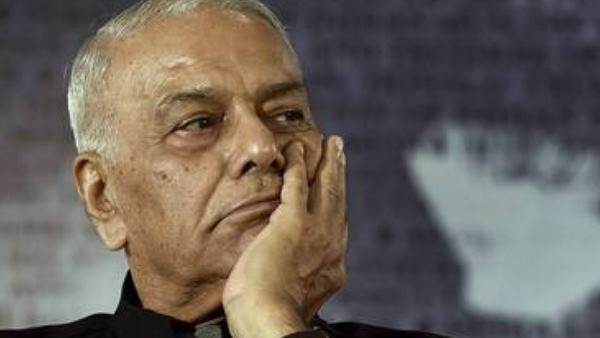 High drama enfolds at Srinagar airport as Yashwant Sinha refuses to leave