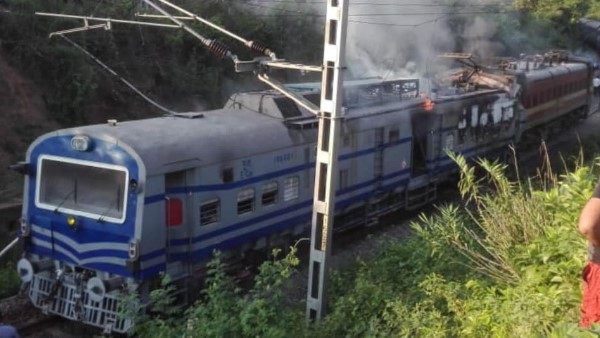 Howrah Jagdalpur Samaleshwari Express derailed , engine catches fire