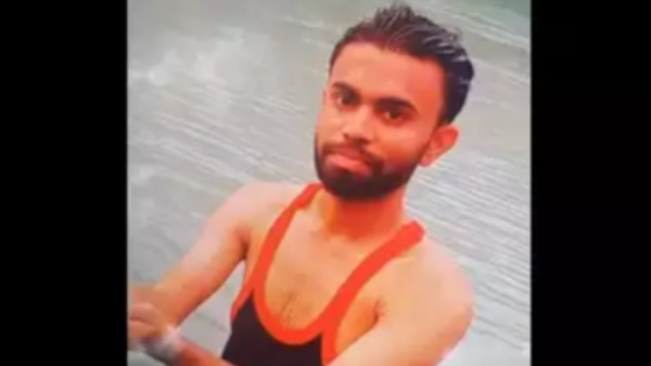 youth drowned death in yamuna while taking selfie