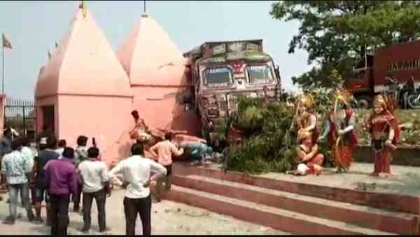 people capture driver after truck entered in the temple