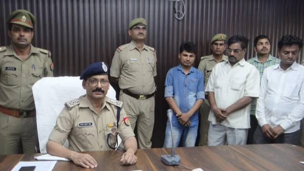 chandauli police arrested three thieves, they active for 20 years and Accused in 400 crimes