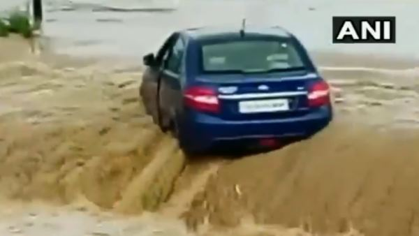 chhattisgarh Flash Floods Washed the car away in minutes