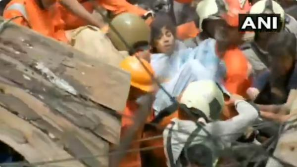 Mumbai building collapse dongri woman rescued by NDRF personne video