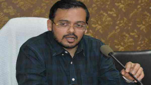 ये भी पढ़ें:- बुलंदशहर के डीएम अभय सिंह के घर पर CBI की रेड, 47 लाख रुपये कैश बरामद