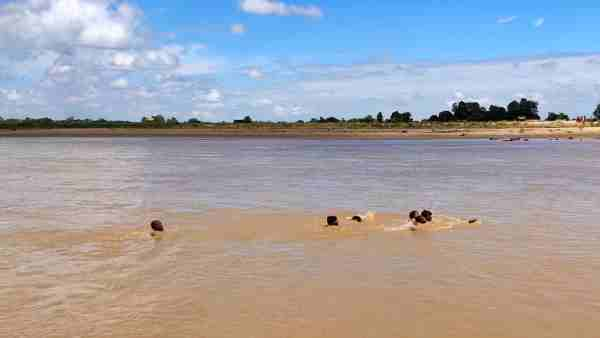 a boat get drowned in sarayu river