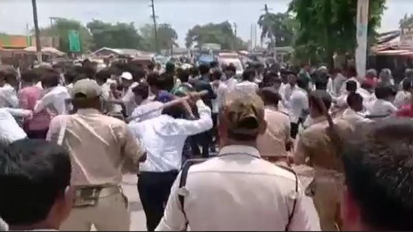 Bihar police beaten-up students in supaul district