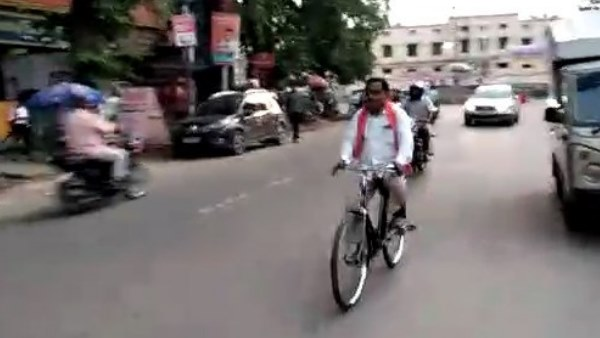 bjp mla radha mohan das agarwal goes office from bicycle without any security