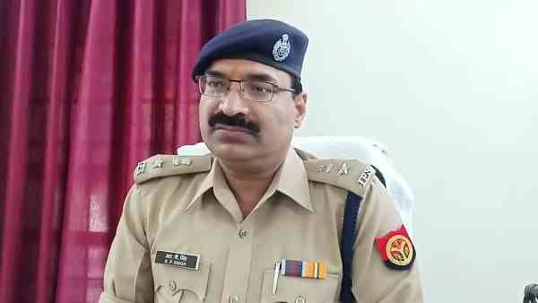 chowki incharge including five policemen suspended for taking bribe