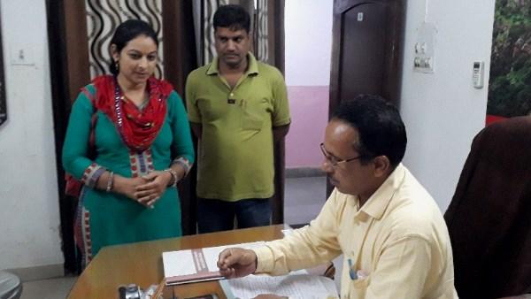 <strong>चित्तौड़गढ़ शिक्षिका बोलीं : 'प्रधानाध्यापक ने जड़ा थप्पड़, दो माह से नहीं हो रही कार्रवाई', VIDEO </strong>