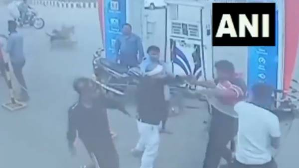 West Bengal: clash between customers and salesmen of a petrol pump in Asansol