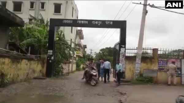 One police personnel dead after attack on police in danapur court campus