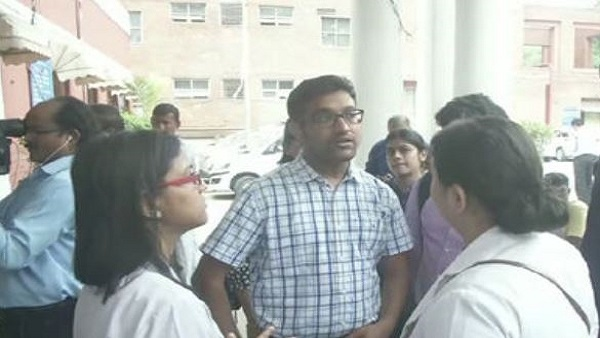 Delhi: MAMC Doctors called a strike after duty doctor was assaulted by patients relative