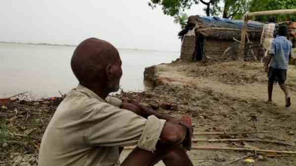villagers start migrating after water level increase of ghaghara river