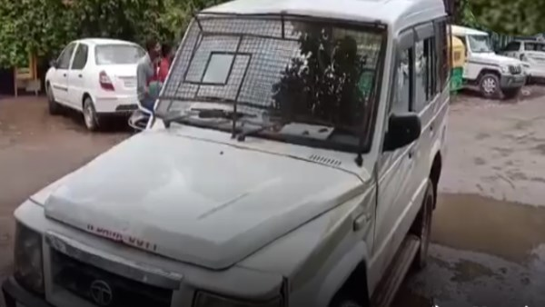Robbers attack on Bank Case van and shoot guards in gwalior