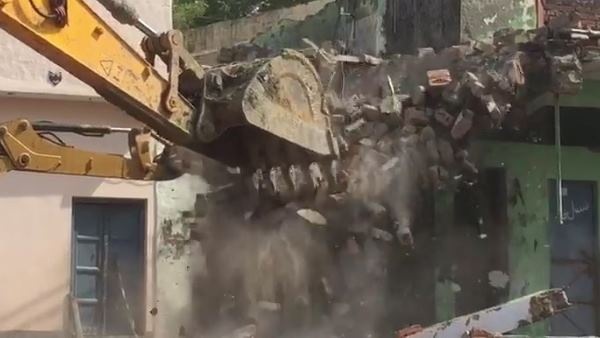masque wall collapse during namaz two dead