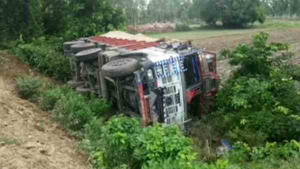 truck loaded with liquor overturned