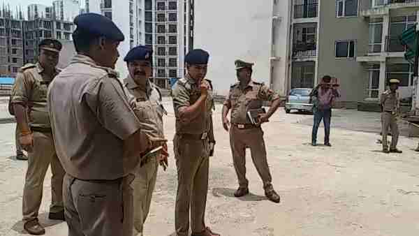 woman cost guard jumps from building dies in lucknow