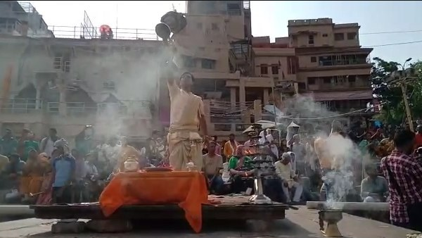 Maa ganga worship before Chandra Grahan at varanasi (Lunar eclipse News)