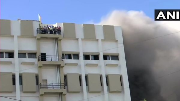Mumbai level 4 fire broken out in MTNL Building Bandra