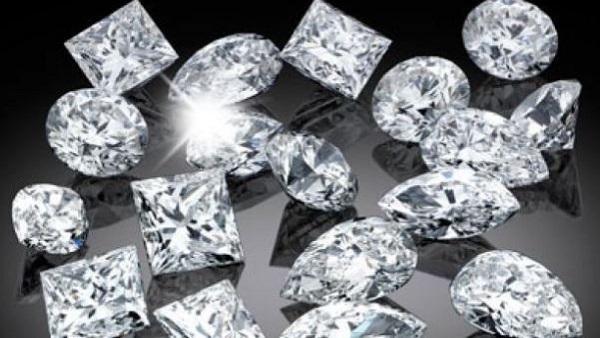 Image result for 10 लाख के हीरे के साथ चार युवकों को पुलिस ने पकड़ा