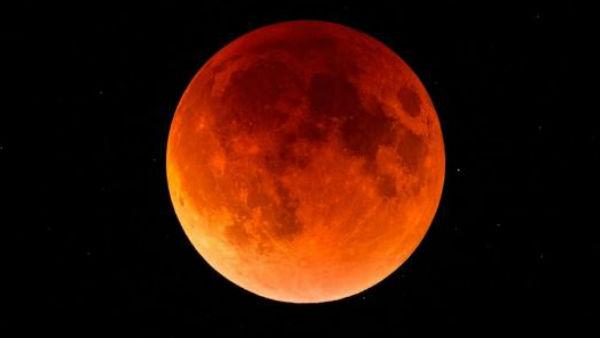 यह पढ़ें: Chandra Grahan 2020: साल का पहला चंद्र ग्रहण आज, जानिए क्या होता है 'Wolf Moon'