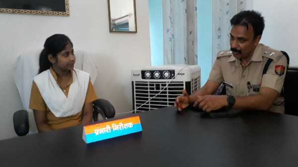 girl student became police station incharge for one day