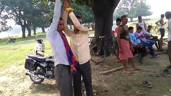 father son tied up and beaten by villagers in prayagraj