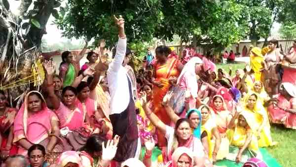 aganwadi workers protesting for job suspension