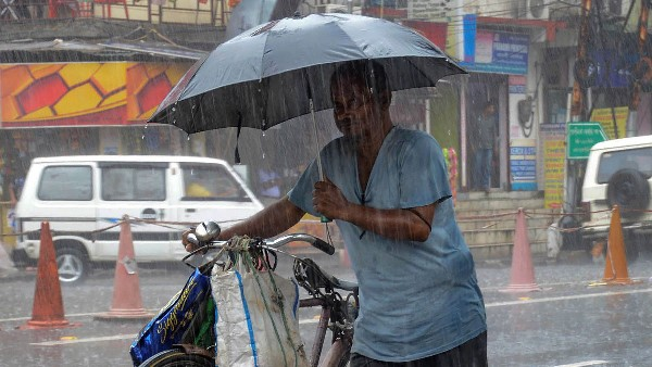 heavy Rain are very likely to occur next three hours in lucknow and kanpur adjoining areas