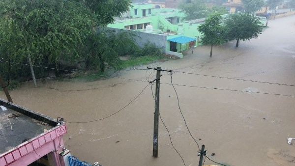 Fill six feet of water near Nawalgarh police in Sikar