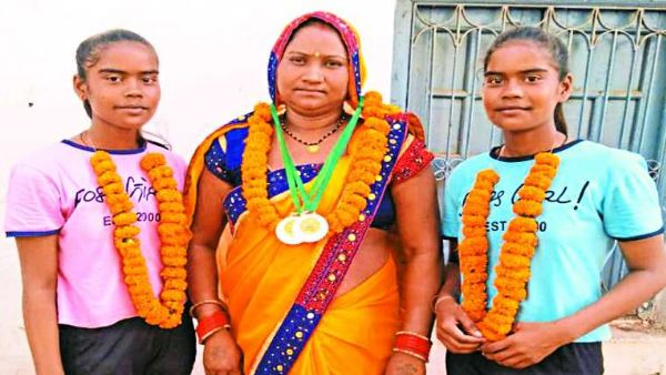 Success Story of twins Sister sarita Kosle, Savita kosle from Kawardha Chhattisgarh