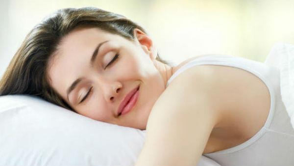 सेहत के साथ बेडरूम लाइफ में रोमांस भी भरती है अच्छी नींद, रिसर्च में खुलासा