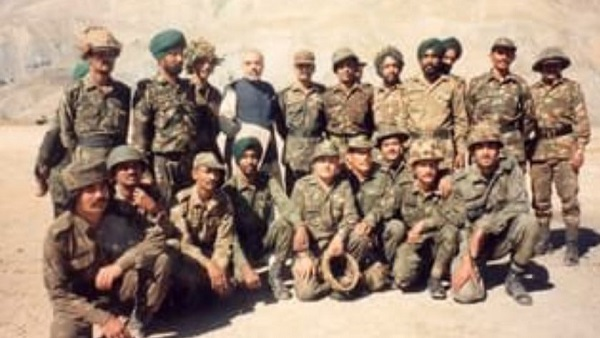 kargil vijay diwas: pm modi and president ramnath kovind pay tribute to soldiers