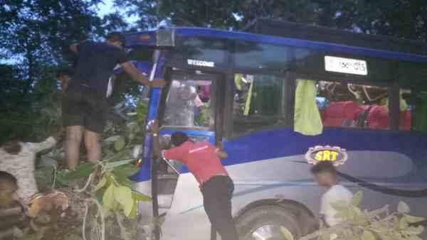 <strong>ये भी पढ़ें-अयोध्या जा रही टूरिस्ट बस पर गिरा बरगद का पेड़, दो की मौत, दर्जनों घायल</strong>