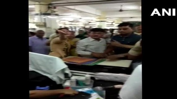 Mumbai: relatives of Dead Patients attack resident doctors in nair hospital