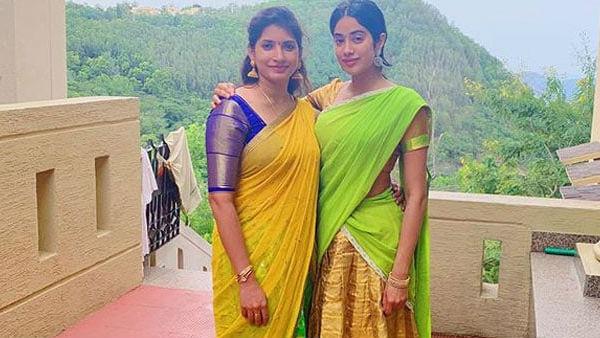<strong>पढ़ें- 'मॉम' श्रीदेवी के जन्मदिन पर तिरुपति मंदिर पहुंचीं जाह्नवी, घुटनों के बल माथा टेकती आई नजर</strong>