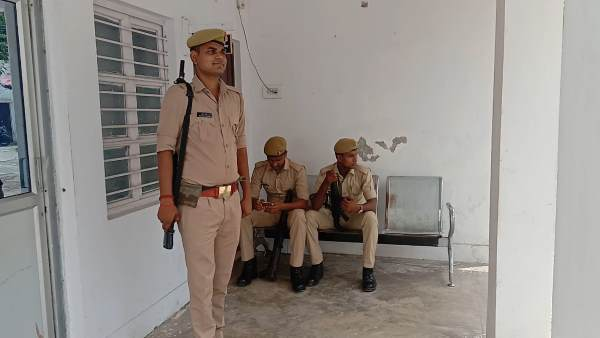 yogi govt plans for up policeman to give one day holiday in a week
