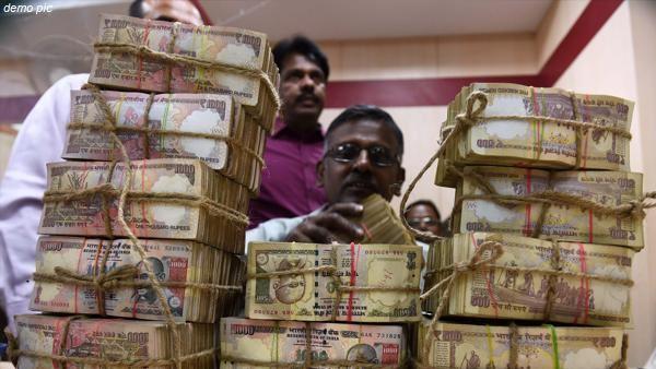 यह भी पढ़ें: नोटबंदी के ढाई साल बाद गुजरात पुलिस को मुंबई की बस से मिले 1 करोड़ के पुराने नोट